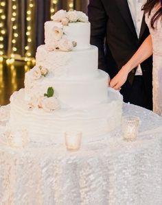 Gorgeous cake: http://www.stylemepretty.com/2015/04/19/romantic-timeless-new-york-city-fall-wedding/ | Photography: Mademoiselle Fiona - http://www.mademoisellefiona.com/