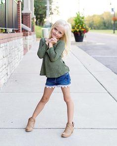 Pc: @daphs_mamarazzi  #daphniepearl #model #childmodel #fashionmodel #girlsfallfashion #girlsfashion #fallfashion #fashion #like #like4like  #instagood #instafashion #naturalmodel #fall #transition #gorgeous #longhair  #beautiful  #mamarazzi  #igfashion #summer #likeforlike #newyorkmodel #chicagomodel #nycmodel