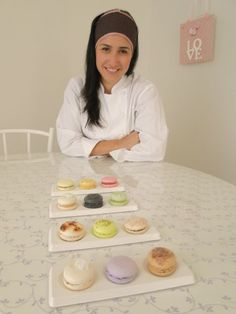 Sucré Patisserie conta com novos sabores de macarons. Confira a receita do macaron de limão em www.portalsabores.com.br/receita