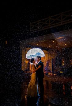Sometimes rain on your wedding day is a good thing when it captures great wedding pictures like this one