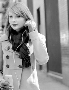 headphones on, world off. https://soundcloud.com/kalinatyne/headphones-on-voice-memo-version // @queenmellark