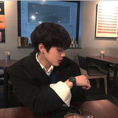 Pict of ulzzang boy. Korean Boys Ulzzang, Ulzzang Couple, Ulzzang Boy, Korean Men, Korean Girl, Cute Asian Guys, Cute Korean Boys, Asian Boys, Cute Guys