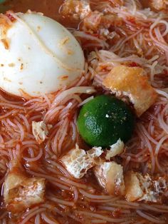 Mee Siam - rice vermicelli in slightly tangy and slightly spicy gravy.