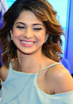Smile very goodly😍 Hindi Actress, Bollywood Actress, Bollywood Love Quotes, Jennifer Winget Beyhadh, Harem Girl, Jennifer Love, How To Make Clothes, Western Outfits, Beautiful Indian Actress