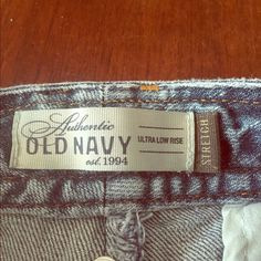 Wide leg crops Light wash wide leg crops by old navy a staple to any closet for fall or summer months Old Navy Pants Capris
