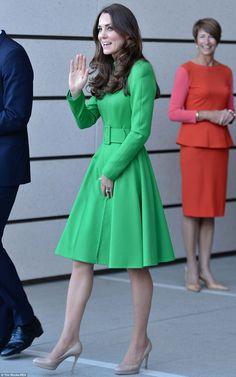 Duchess Kate wore a bespoke Catherine Walker coat dress. Royal Fashion, Look Fashion, Womens Fashion, Fashion Trends, Fashion Coat, Fashion News, Style Royal, My Style, Style Kate Middleton