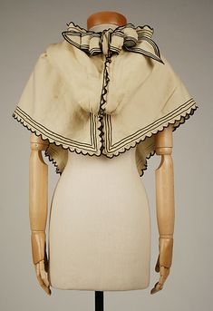 Hood Date: Culture: British Medium: wool, silk, cotton. Antique Clothing, Historical Clothing, Historical Costume, Victorian Fashion, Vintage Fashion, Vintage Dresses, Vintage Outfits, Civil War Dress, Period Outfit