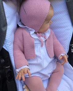 Diy Crafts - Baby Clothing Set: Romper, Collar, Bonnet And Booties Get the look: This complete baby clothing set includes- Romper With Crochet Bodi Baby Outfits, Kids Outfits, Baby Set, Knitting For Kids, Baby Knitting Patterns, Fashion Kids, Baby Girl Fashion, Retro Mode, Baby Bonnets