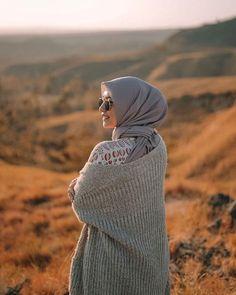 Hijab Style Dress, Modest Fashion Hijab, Casual Hijab Outfit, Hijab Chic, Hijabi Girl, Girl Hijab, Fashion Poses, Fashion Photo, Hijab Hipster