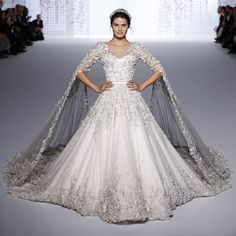 Classy @ralphandrusso  #weddings #wedding #royalty  #bride #bridal #saudi #fairytale #party #floral #classy #pretty #weddings_things #white #amazing #saudiweddings #riyadh #nayara #ritz_carlton #Royal #makeup #gown #crown #saudi_bride #love #dress #travel #honeymoon #dubailife by saudi.weddings