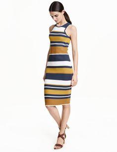 Check this out! Knælang, ribstrikket kjole i blød viskoseblanding. Kjolen er uden ærmer og smalt skåret foroven. – Gå ind på hm.com for at se mere.