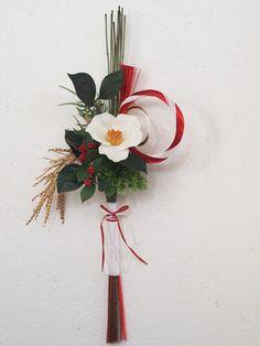 新年をセンス良くおしゃれに彩って♪おめでたい「お正月飾り・ほっこり雑貨」たち | キナリノ Japanese New Year, Japanese Art, Japanese Ornaments, Christmas Wreaths, Christmas Ornaments, New Years Decorations, Japanese Patterns, Green Flowers, Ikebana