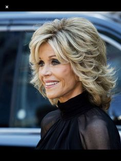 Jane Fonda Hairstyles, Mom Hairstyles, Wavy Layered Haircuts, Long Hair Cuts, Short Hair With Layers, Medium Hair Styles, Curly Hair Styles, Gray Hair Highlights, Mother Of The Bride Hair