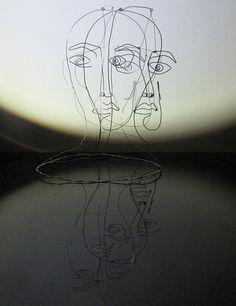 Rosto Flutuante.  Arame de aço galvanizado, 2013. Artista: Natália Scromov / Estúdio da Torre - São Paulo, Brasil.