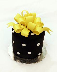 Mini cake by Mina Magiska Bakverk (My Magical Pastries), via Flickr
