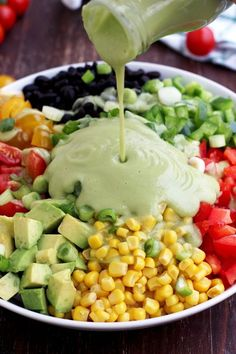 Easy and delicious gluten-free recipe of a vegan Mexican chopped salad with avocado dressing. Perfect lunch salad, packed with dietary fiber and protein. Chicken Salad Recipes, Healthy Salad Recipes, Vegetarian Recipes, Avocado Dressing, Avocado Salad, Bacon Avocado, Spinach Salad, Mexican Chopped Salad, Plus Populaire