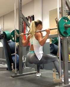 """Omg this one burns.. Wide squats in the smith Stand diagonally with your body so your back is right under the bar when you're in the bottom of the movement. Start with half reps ( no pauses) and end the last ones with full reps ( and squeeze in the top ) New blogpost """" This is could be why you don't loose weight even if you eat small amount calories """" @deniceemoberg"""