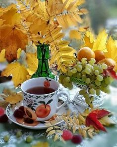 A 80 pieces jigsaw puzzle from Jigidi Autumn Tea, Autumn Cozy, Autumn Coffee, Tea Party Attire, Imagenes Betty Boop, Good Night Gif, Autumn Scenes, Good Morning Coffee, Autumn Photography