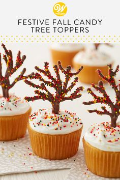Delight in the colors of autumn with these Festive Fall Candy Tree Cupcakes. - Delight in the colors of autumn with these Festive Fall Candy Tree Cupcakes. Raspberry Smoothie, Apple Smoothies, Candy Melts, Cupcakes Fondant, Cupcakes Fall, Thanksgiving Cupcakes, Christmas Tree Cupcakes, Candy Trees, Fall Candy