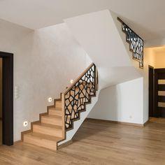 Balcony Railing Design, Home Stairs Design, Home Room Design, Home Interior Design, Staircase Lighting Ideas, Modern Staircase, Stair Landing Decor, Aluminium Garden Furniture, Casa Top