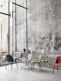 Fiber Side Chair - Modern Scandinavian Design Shell Chair by Muuto - Interior Design Minimalist, Interior Design Kitchen, Deco Restaurant, Concrete Interiors, Muuto, Beton Design, Industrial Interiors, Industrial Shop, Industrial Bookshelf