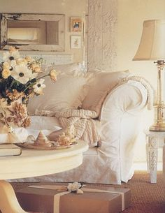 Cottage style - Cream  the coffee table color