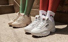 En una época que las zapatillas de deporte están tan super de moda, salen modelos que se hacen muy conocidos y populares a la hora de comprar un nuevo par de deportivos. Este modelo de Fila, las Fila Disruptor, son diferentes, en una marca que creo tiene un cariño ganado por otras épocas en las que acompañó en el cambio a muchos adolescentes. Fila siempre ha sido sinónimo de moda y de vez en cuando nos sorprende. Si quieres comprar unas Fila Disruptor, mira aquí:  Comentarios comentarios