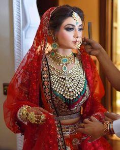 17 Stylish Ways Brides Can Wear Rani Haar Like a True Maharani Indian Bridal Outfits, Indian Bridal Fashion, Indian Bridal Wear, Indian Wear, Bridal Makeup Looks, Bridal Looks, Bridal Style, Indian Wedding Bride, Desi Wedding