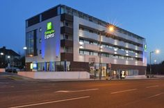 Holiday Inn Express London @ Finchley is within block of the underground, and ISL