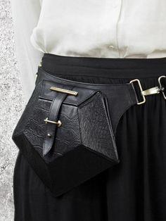 HANDS OF OIZO - 'Pentagone' Leather Belt Bag - black - front view