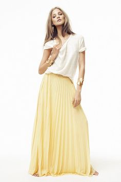 32642597fb3 Long skirt. I like this but dunno if I could pull it off. Summer