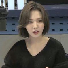 lq wendy on (With images) Kpop Short Hair, Kpop Hair, Short Thin Hair, Cut Her Hair, Hair Cuts, Hair Inspo, Hair Inspiration, Korean Hair Color, Medium Hair Styles