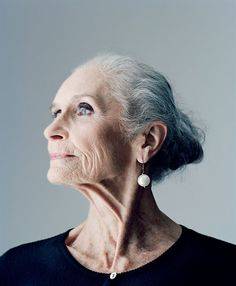 世界最高齢のスーパーモデルであるダフネ・セルフさんの生き方に注目が集まっています。そんな彼女の「人生を美しく生きるための6つの教訓」をご紹介します。