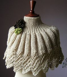 Knit Shrug, Knitted Shawls, Crochet Scarves, Knit Crochet, Capelet, Crochet Poncho Patterns, Shawl Patterns, Spool Knitting, Warm Outfits