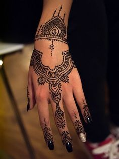 Gorgeous Morrocan Back Of Hand #Henna Design.