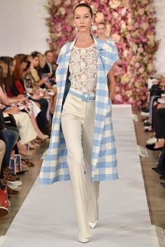 American fashion designer Oscar de la Renta presented his new spring/summer 2015 collection at New York fashion week spring He delivered elegant, Moda Fashion, Fashion Week, Runway Fashion, Fashion Show, Fashion Design, 2015 Fashion Trends, Spring 2015 Fashion, 2015 Trends, Looks Street Style
