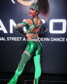 A képen a következők lehetnek: 1 személy, szöveg Solo Dance Costumes, Disco Costume, Dance Outfits, Dancing, Sewing, Model, Black, Instagram, Ideas