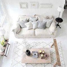Gemütliches Wohnzimmer Im Weiß. #Wohnzimmer #Wohnung #Einrichtung  #Einrichtungsidee #Sofa #