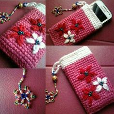So, we were talking about some fancy crochet mobile covers, we talked about… Easy Sewing Projects, Crochet Projects, Pochette Portable, Crochet Phone Cover, Crochet Mobile, Diy Wallet, Cell Phone Pouch, Phone Case, Rainbow Quilt