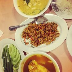 Mega spicy Thai Southern food at the renowned #Raya restaurant in Phuket town! Delicious and authentic #thailandtrip #thaifoodfeast