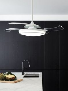 Kitchen ceiling fans (cool and classic design of ceiling fans) Kitchen ceiling fans have been around for decades and will continue to exist for much longer due to their hig Ceiling Fan In Kitchen, Kitchen Fan, Home Decor Kitchen, Kitchen Lighting, Classic Ceiling, Best Ceiling Fans, White Ceiling Fan, Ceiling Beams, Led Ceiling