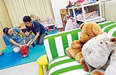 鄧生鄧太育有一女,二人明白花時間與子女相處,遠較買一屋玩具更能哄得子女歡顏,他們亦不會催谷女兒,要求她讀兩間幼稚園。(馮漢柱攝)