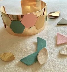 """Bracelet manchette """"géométrique"""" doré en cuir et laiton : Bracelet par jnanouchka-bijoux"""