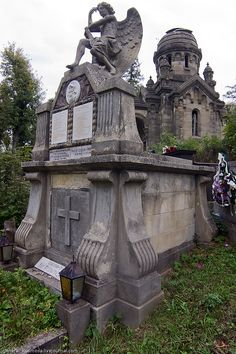 Elaborate Head Stone in ancient Cemetary.  There's a story in this Tombstone....