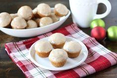 Mini Eggnog Doughnut Muffins Doughnut Muffins, Mini Muffins, Doughnuts, Doughnut Holes, Yogurt Muffins, Holiday Baking, Christmas Baking, Just Desserts, Dessert Recipes