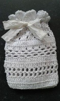 3 augustus: Gehaakt geurzakje voor lavendel   De waarde van de dag Crochet Art, Crochet Home, Knit Or Crochet, Crochet Gifts, Cute Crochet, Crochet Basket Pattern, Crochet Square Patterns, Crochet Coin Purse, Crochet Accessories