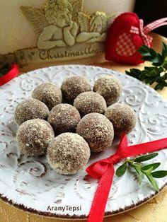 AranyTepsi: Mézeskalácsgolyók Christmas Candy, Christmas Baking, Baking Recipes, Cookie Recipes, Pie Tops, Cooking Together, Little Kitchen, No Bake Cake, Sweet Treats