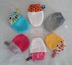 Little kids washcloth elastic colours with label sold individually. Coin Couture, Baby Couture, Crochet For Beginners, Sewing For Beginners, Sewing Online, Fabric Bins, Creation Couture, Crochet Round, Crochet Gifts