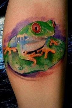 Tree Frog Tattoo - Top 30 Amazing Frog Design Ideas // May, 2020 Tree Frog Tattoos, Leaf Tattoos, Hand Tattoos, Tatoos, Blatt Tattoos, Amazing Frog, Awesome, Frog Sitting, Frog Design