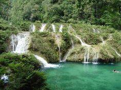 Parque Natural Semuc Champey (dónde el río se esconde), está localizado en Lanquín, en el departamento de Alta Verapaz, Guatemala.